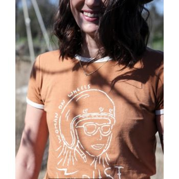 T-SHIRT RINGER RETRO WOMAN ON WHEELS-WILDUST