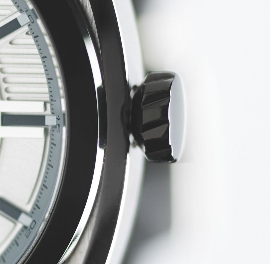 Stainless steel 44mm case with brushed finishing. You?ll recognise that glint. #delorean #dmc #dmcwatches #dmcwatch #dmcowner #dmccarclub #timepiece #instawatch #dailywatch #wristwatch #watchfam #deloreanmotorcompany #dmcownersclub #deloreanownersassociation #stainlesssteel