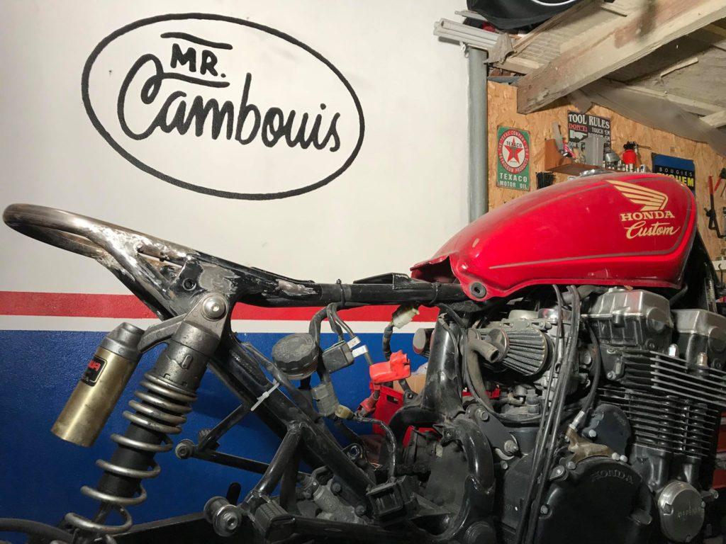 moto honda vidé pour préparation scrambler
